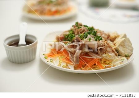 Pork shabu with sauce 7131923