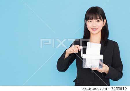 Woman using shredder Blue bag 7155619