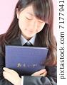 졸업하는 여자 7177941