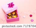 กล่องของขวัญและหัวใจ 7178764