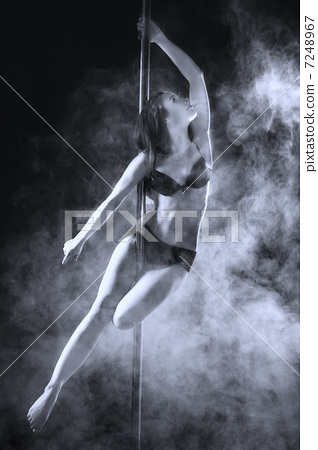 Pole Dance Woman 7248967