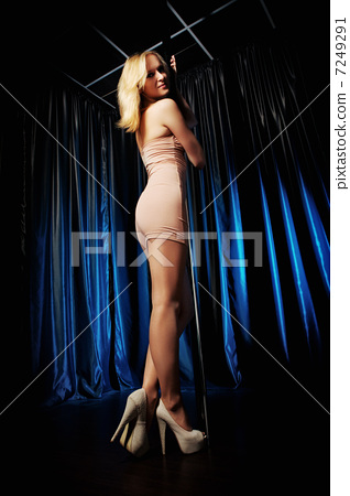 Pole Dance Woman 7249291
