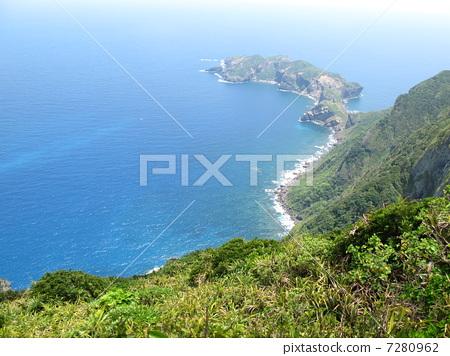 산에서 내려다 보는 바다 7280962