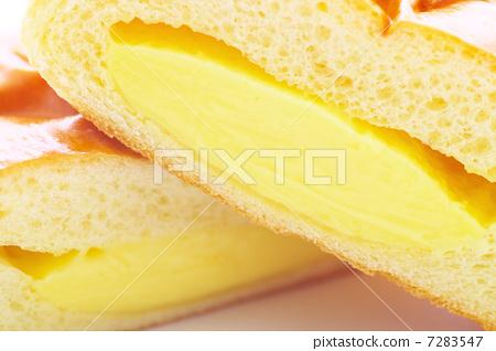 Up cream bread 7283547