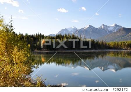 Herbert Lake in autumn 7292172