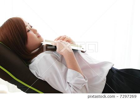 School girls who take a nap 7297269