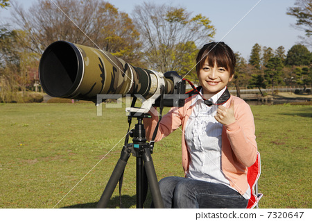 Super telephoto lens and young lady 7320647