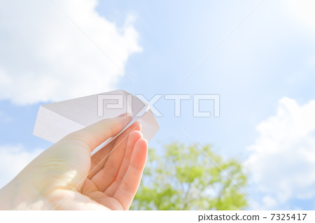 Hold paper airplane 7325417