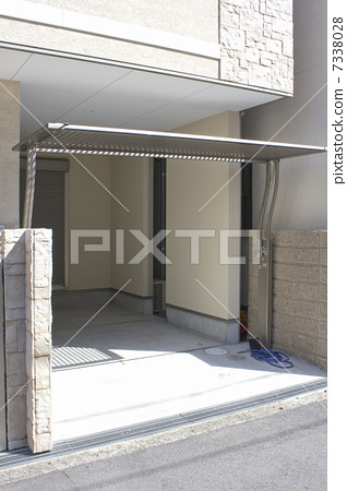 A gate of a detached garage in a detached house 7338028