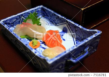 阿爾卑斯山鮭魚和海藻 7516781