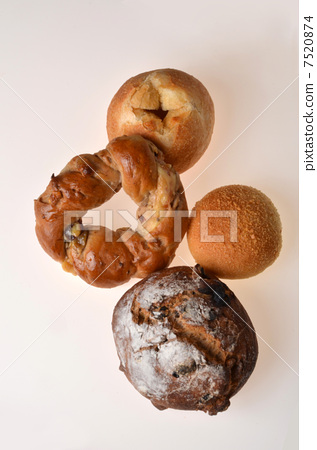 Four kinds of bread 7520874