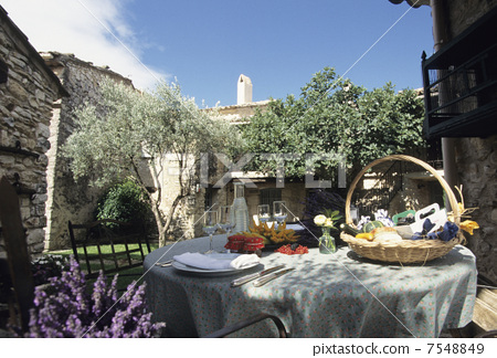 Provence garden lunch 7548849