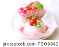 樱桃慕斯和覆盆子蛋糕 7609942