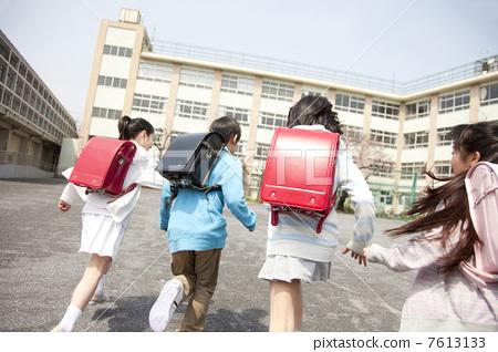 Rearrangement of four primary school students going to school 7613133
