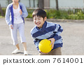 Elementary school girls playing dodgeball 7614001