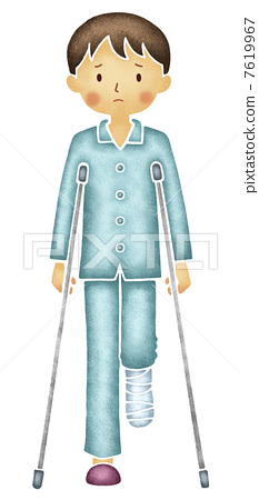 Men walking with crutches 7619967