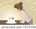 吹滅蠟燭的孩子在誕生蛋糕 7620044