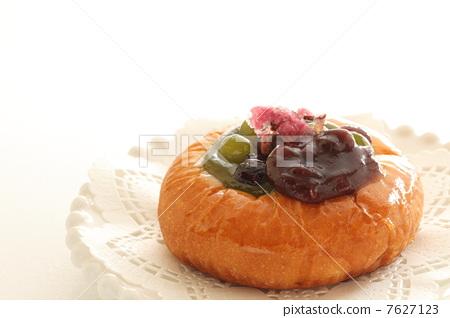 Handmade fodder 7627123