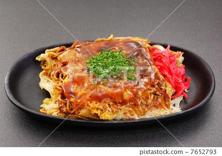 Delicious Hiroshima style okonomiyaki 7652793