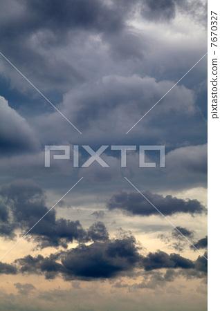 多雲的天氣 7670327