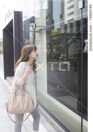 一個窗口購物小姐 7689049