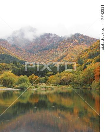 Daejeongae Lake in fall 03 7742831