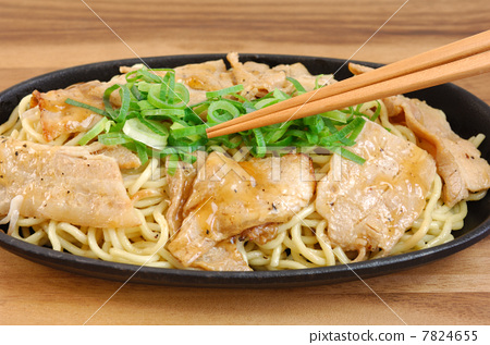 Delicious pork ribs salt yakisoba 7824655