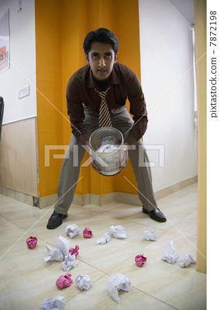 Holding waste paper basket  7872198
