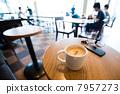 เค้กตอนเช้าในร้านกาแฟ 7957273