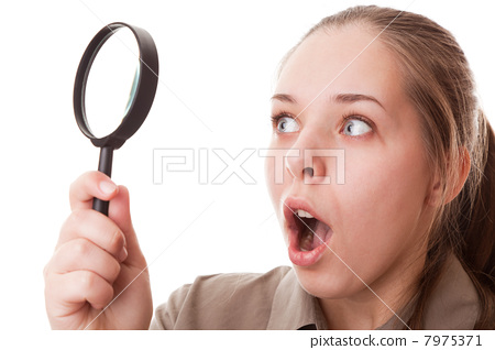 Magnifying glass 7975371