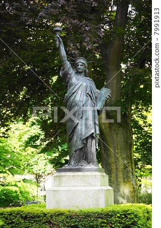 파리 뤽상부르 공원 자유의 여신상 7991913