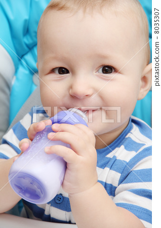 baby with bottle 8035307