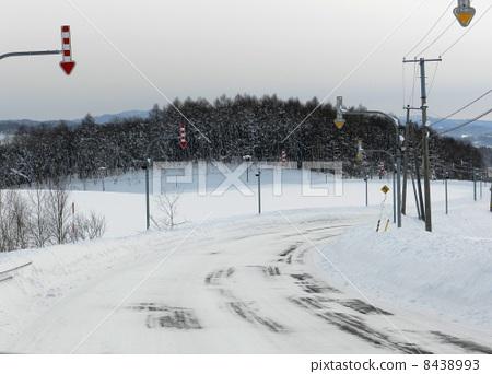 Snow road of Hokkaido 8438993