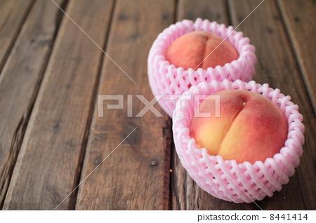 peach 8441414
