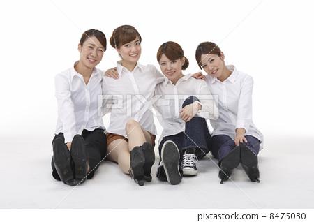 Shoulder gait 4 people 8475030
