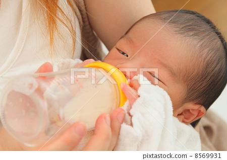 우유를 마시면 아기 8569931