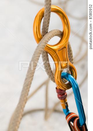 Equipment for insurance 8580952