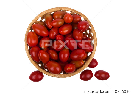 basket with tomatoes 8795080