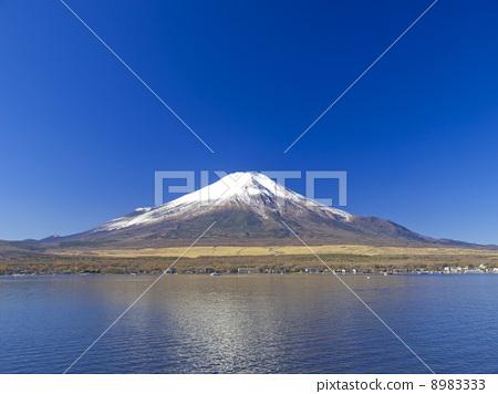 Mt. Fuji over Lake Yamanaka 8983333