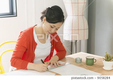 Creative girl 9058284