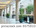 View of corner hallway with pillar in the mall 9075810
