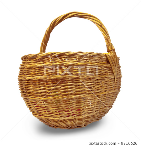 Empty wicker basket 9216526
