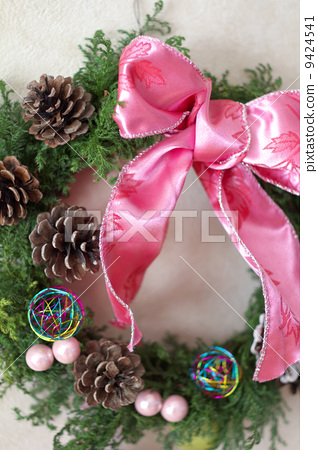 Pretty handmade Christmas lease 9424541