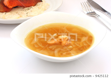 Onion soup soup Western food white background 9425112