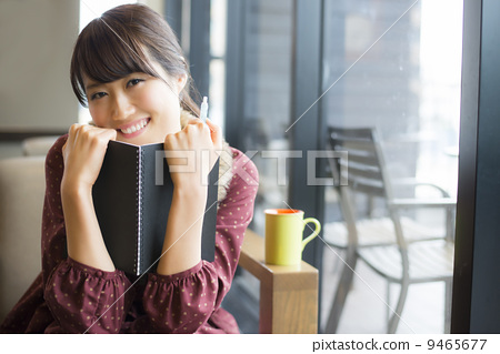 A woman studying at a cafe 9465677