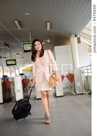Asian business woman travel 9476609
