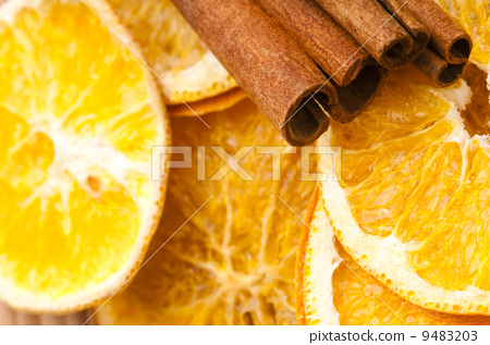 Dried orange and cinnamon sticks - christmas decoration 9483203