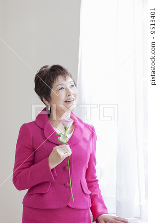 Mature lady with rose flowers 9513401