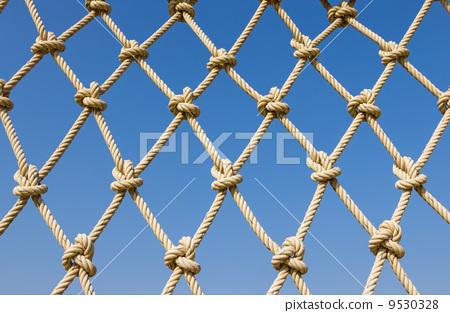Pattern the rope mesh horizontal on blue sky 9530328