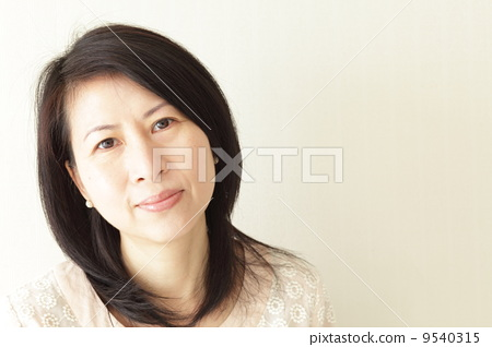 A 50-year-old woman 9540315